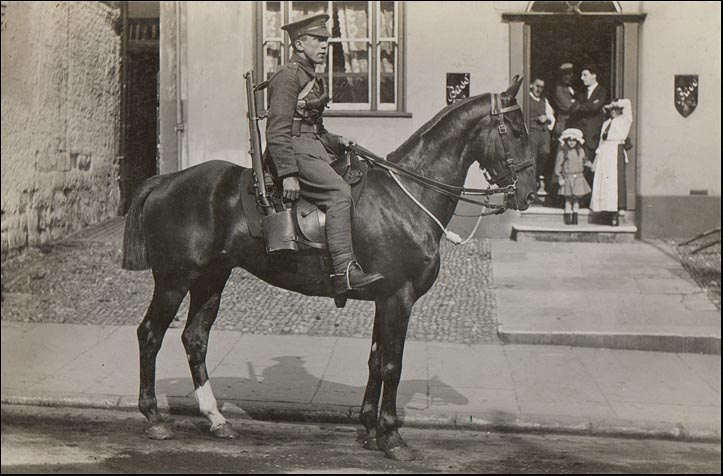 mounted ww1 soldier outside the red lion