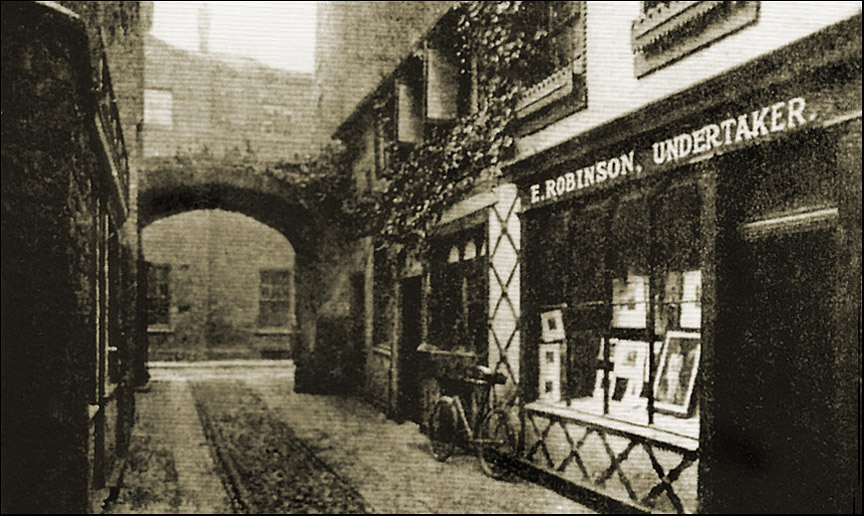 little abbey gateway 1920