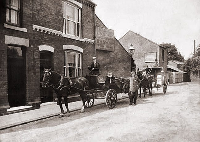 carriages in school street 1910